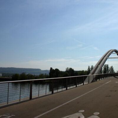 Construction d'un pont pour piétons et cyclistes sur le Rhin entre Weil am Rhein et Huningue